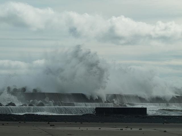 沿岸北部波浪警報発令中 | いわ...