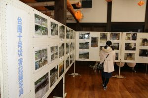 龍泉洞で被災直後の写真展を開催