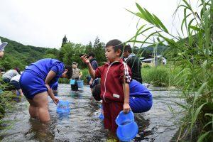 岩泉町、安家的兒童學生是kawashinjugai的生長調查